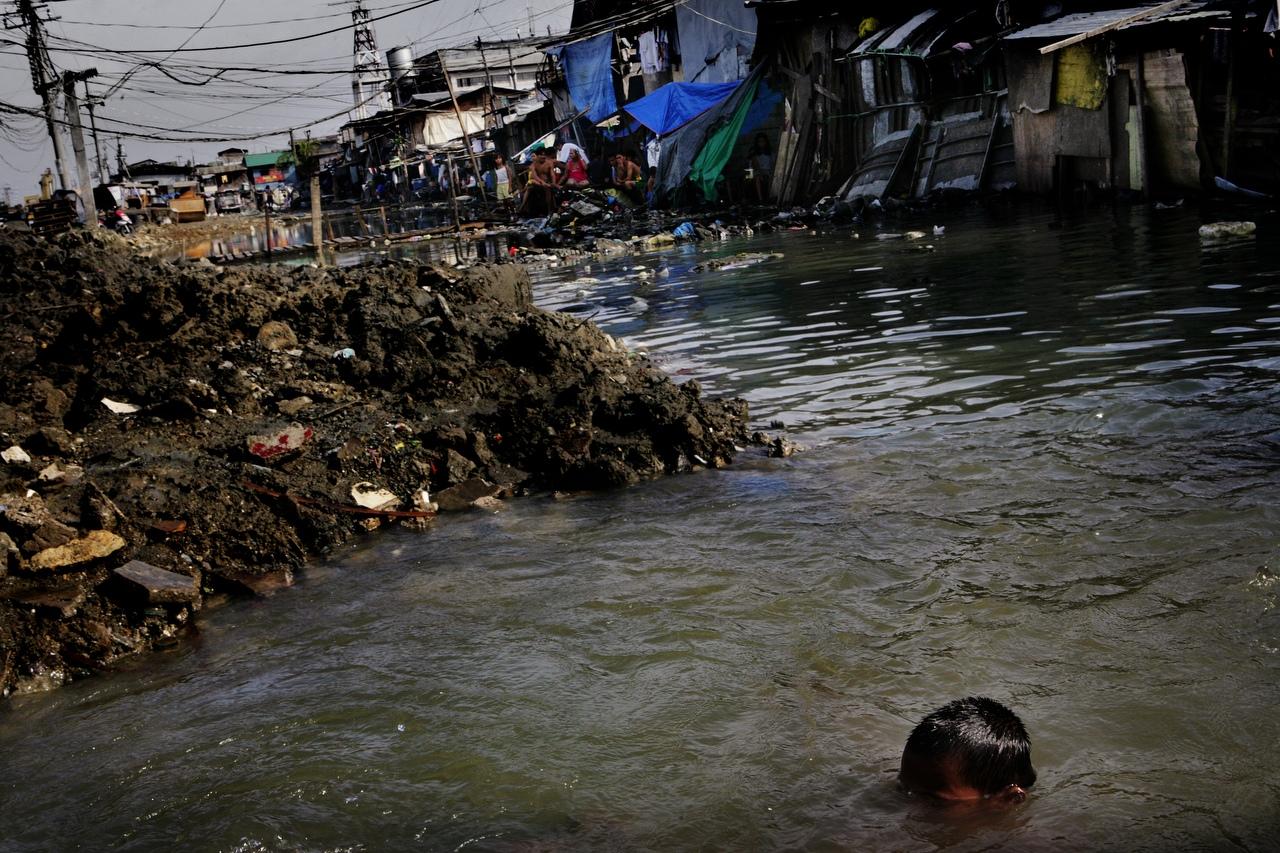 overpopulation in manila  the philippines